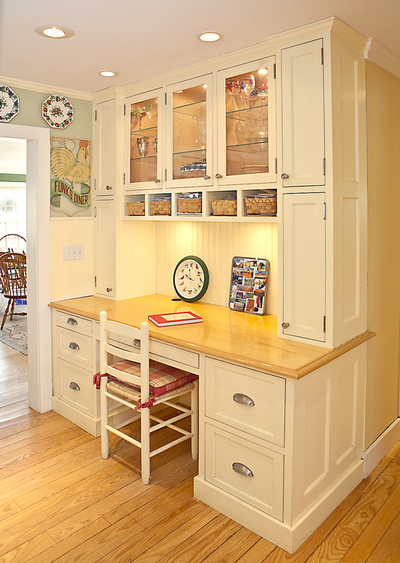 Shaker Style Kitchen Desk Eat In Area Amp Stoarge Storage